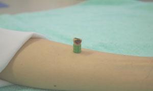 ~皮膚上に直接すえないタイプのお灸~ 皮膚ともぐさの間にすき間があるため、痕が 残り<br/>にくくなっています