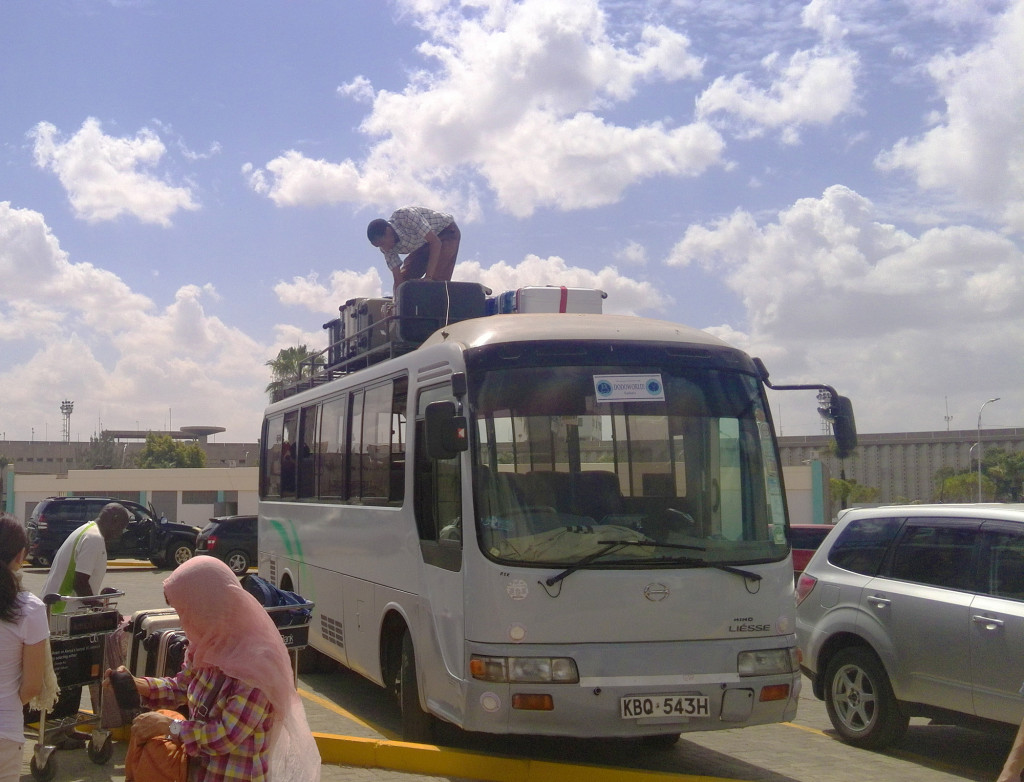 ナイロビ空港のマイクロバス